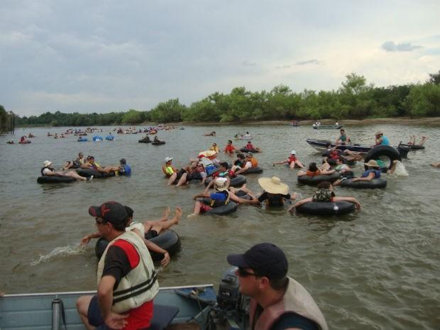 Última edição do encontro reuniu mais de 40 pessoas na atividade de bóia-cross (Foto: Grupo Amantes do Rio Iguaçu / Divulgação)