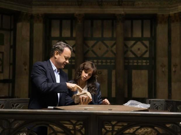 Tom Hanks e Felicity Jones em cena do filme (Foto: Divulgação)