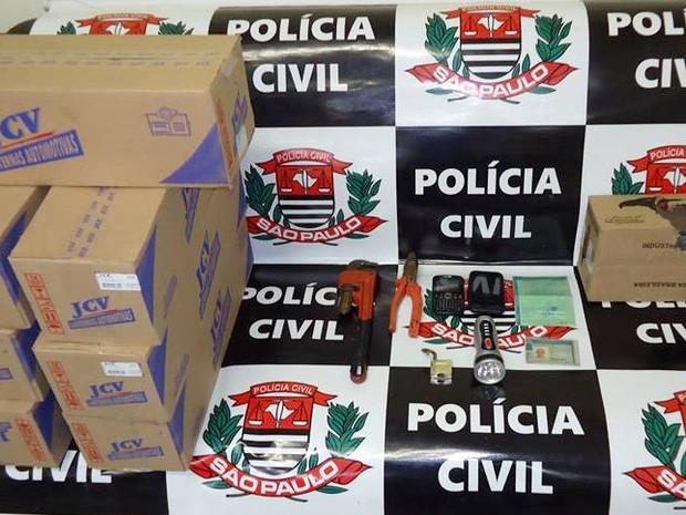 Carga furtada encontrada dentro de veículo em Miracatu, SP (Foto: Divulgação/ Polícia Civil)