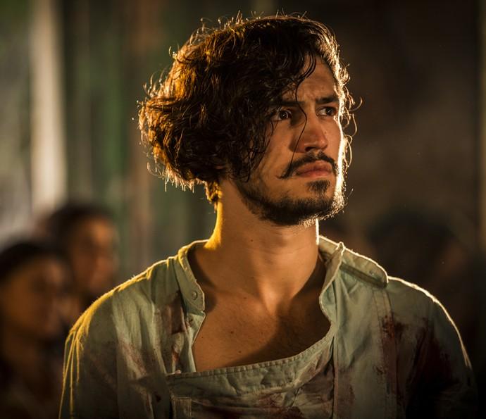 Miguel sente a dor da perda do pai (Foto: Inácio Moraes/ Gshow)