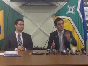 Delegados João Neto e Celso Pacheco em coletiva de esclarecimento do caso em Macapá (Foto: John Pacheco/G1)
