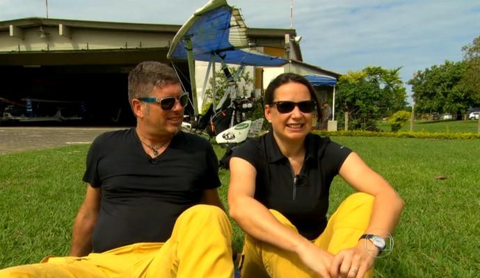 Andreas Zmuda e Doreen Kroeber voam o mundo todo de ultraleve (Foto: Reprodução TV Globo)