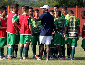 Seedorf visita o Nova Iguaçu (Foto: Nova Iguaçu)