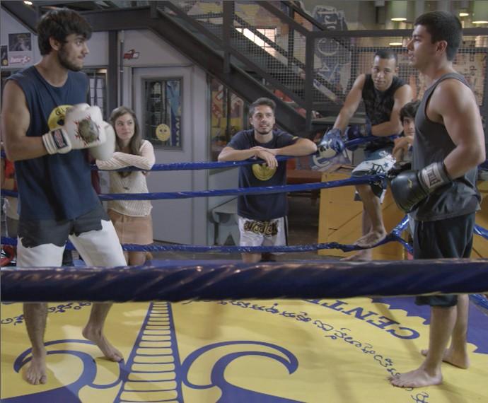 Lutadores finalmente sobem ao ringue selando a amizade (Foto: TV Globo)