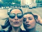 Juliana Paes posa ao lado de David Brazil em Paris