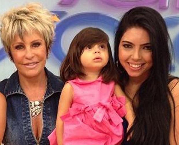 Geisiane e a pequena Lizz são as campeãs do Game de Bebês (Foto: Mais Você / TV Globo)