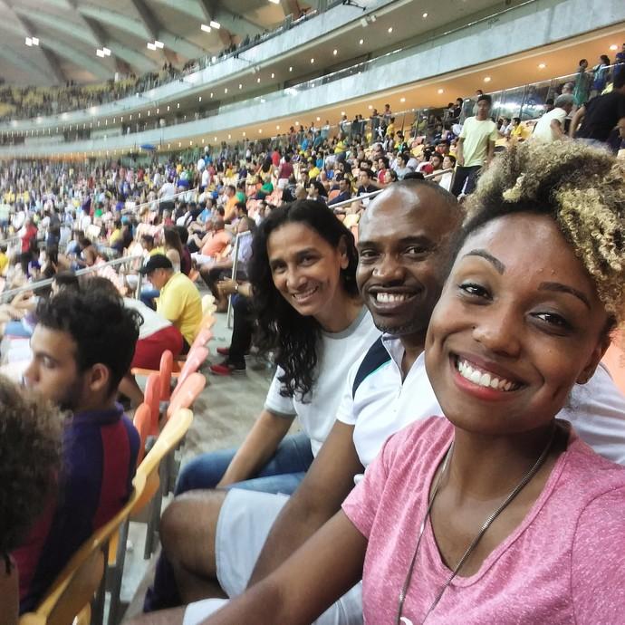 Jaque Santtos leva família para conferir jogo em Manaus (Foto: Arquivo Pessoal)