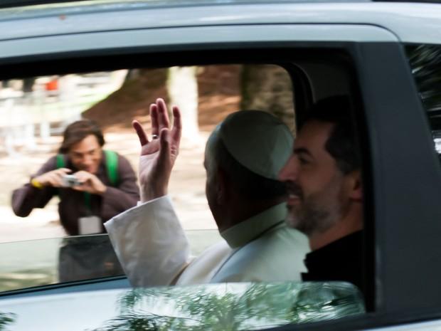 O Papa Francisco chega para participar de evento da JMJ no parque da Quinta da Boa Vista, Zona Norte do Rio. No local o pontífice ouve a confissão de cinco peregrinos, entre eles um brasileiro (Foto: Erbs Jr./Frame/Estadão Conteúdo)