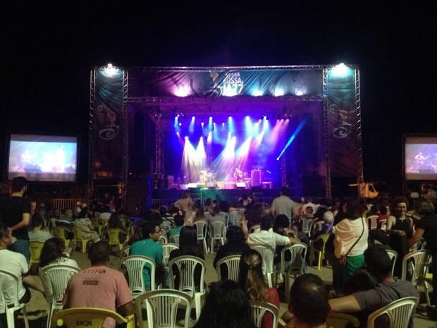Público marcou presença na primeira noite do Fest Bossa & Jazz em Pipa (Foto: Nathallya Macedo)