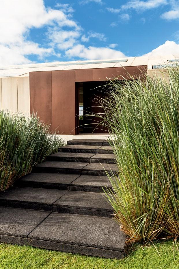 minimalismo e luz para a casa de campo
