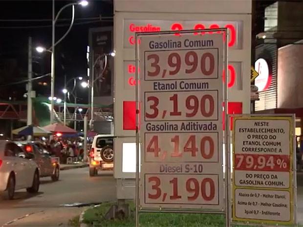 Postos aumentaram preço da gasolina no final de semana (Foto: Reprodução/TV Bahia)
