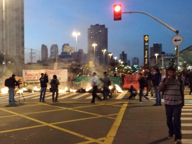 Estação Ana Rosa durante protesto nesta segunda-feira (Foto: Eduardo Gorio/ Vc no G1)