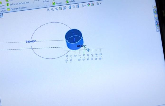 Desenhos são carregados na impressora via Autodesk (Foto: Reprodução)