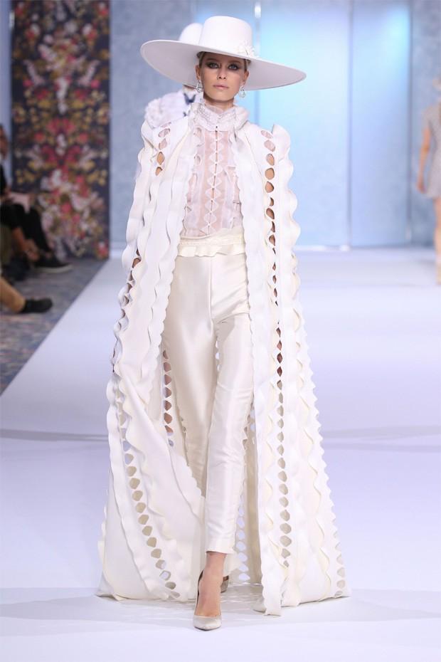 Look desfilado pela Ralph & Russo na semana de moda (Foto: Divulgação)