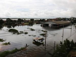 Dez bairros já foram atingidos pela cheia do Rio Madeira (Foto: Ivanete Damasceno/G1)