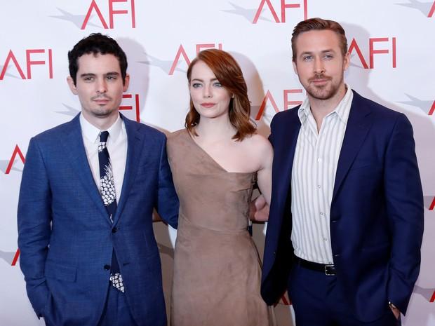 Diretor Damien Chazelle e os atores Emma Stone e Ryan Gosling em premiação em Los Angeles, nos Estados Unidos (Foto: Mario Anzuoni/ Reuters)