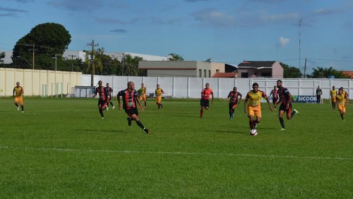 Marlon marcou gol do Genus contra o Real  (Foto: Lívia Costa)
