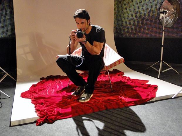 Com pose de galã, Sérgio Marone será o fotógrafo Lupe (Foto: Malhação / TV Globo)