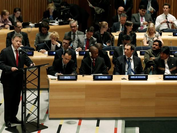 O presidente da Colômbia, Juan Manuel Santos, fala durante assembleia geral das Nações Unidas sobre as drugas (Foto: Mike Segar/Reuters)