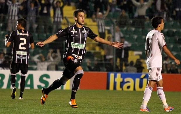 João paulo figueirense gol fluminense (Foto: Rubens Flores / Agência Estado)