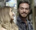 Emilio Dantas e Carla Diaz em cena como Rubinho e Carine em 'A força do querer' | TV Globo