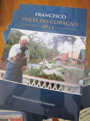 Livro foi lançado em junho em Praia Grande, SP (Foto: Mariane Rossi/G1)