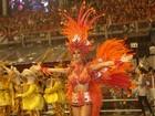 Com pé machucado, Thaila Ayala usa fantasia 'de fogo' em desfile