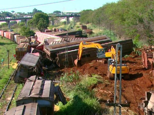 Vagões de trem preocupam moradores de Araraquara (Foto: Reginaldo dos Santos/EPTV)
