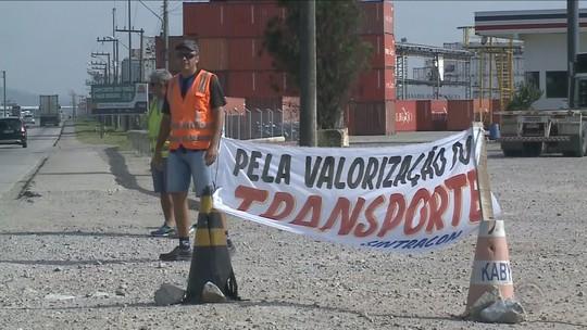 Caminhoneiros de SC entram em greve e pedem aumento de 30%