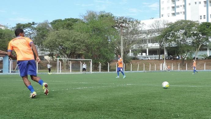 Grêmio Prudente treino campo sintético Parque do Povo (Foto: João Paulo Tilio / GloboEsporte.com)