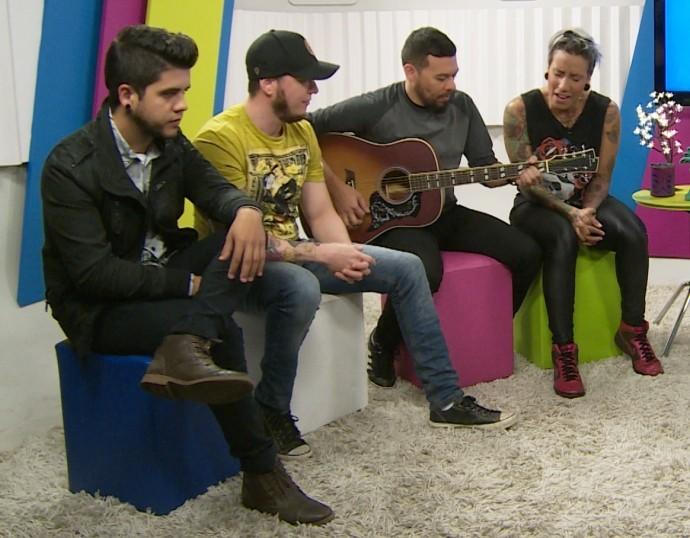 Turne canta versão acústica da primeira apresentação no 'SuperStar'; assista ao vídeo (Foto: Reprodução / TV Diário )