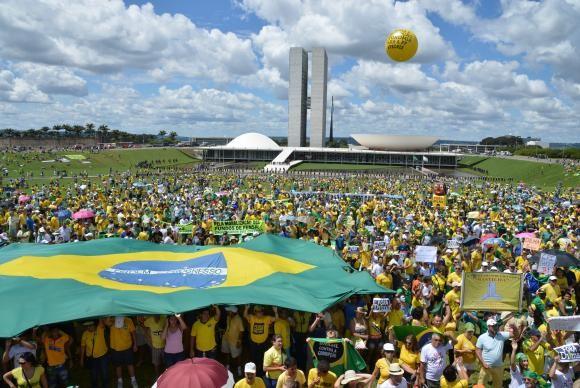 Protesto em frente ao Congresso Nacional (Foto: Valter Campanato/ Agência Brasil)