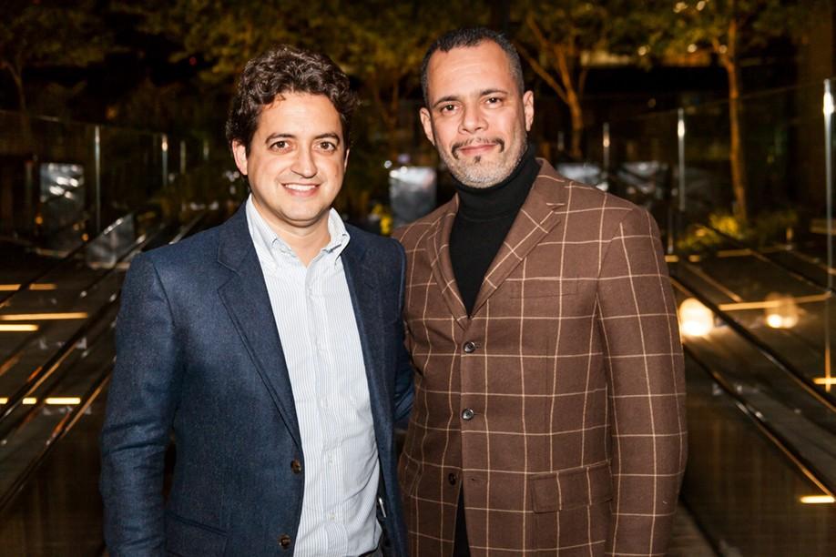 Carlos Jereissati Filho, capa da edição de outubro, com o diretor de redação de 'GQ Brasil', Ricardo Franca Cruz (Foto: David Mazzo)