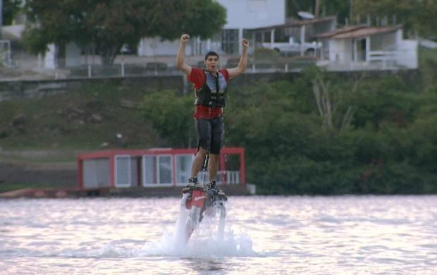 Flyboard é opção de lazer em Boa Vista (Foto: Amazônia Revista)