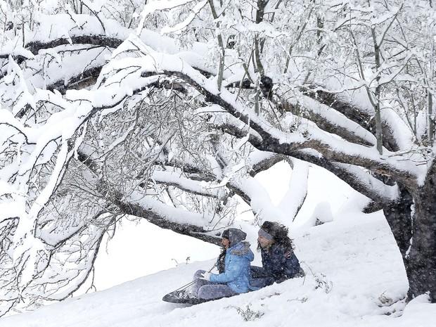 Neve no Memorial Park in El Paso, no Texas, EUA (Foto: Mark Lambie/The El Paso Times via AP)
