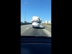 Internauta flagra carro com excesso de carga em viaduto em São José, SP