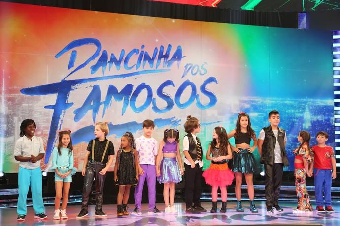 Participantes do 'Dancinha' reunidos para receber as notas (Foto: Carol Caminha/Gshow)