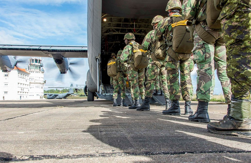 Paraquedistas portugueses na base de Tancos, em 2015 (Foto: Jonathan Barrette, Canadian Forces Combat Camera/Flickr/Divulgação)