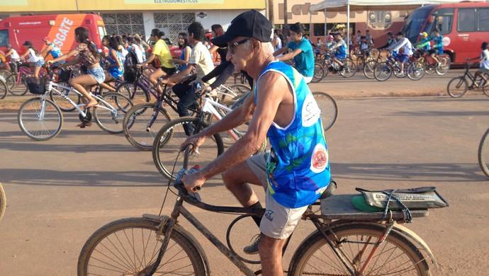 Pedrinho, ciclista de 65 anos de Guajará-Mirim (Foto: Júnior Freitas)