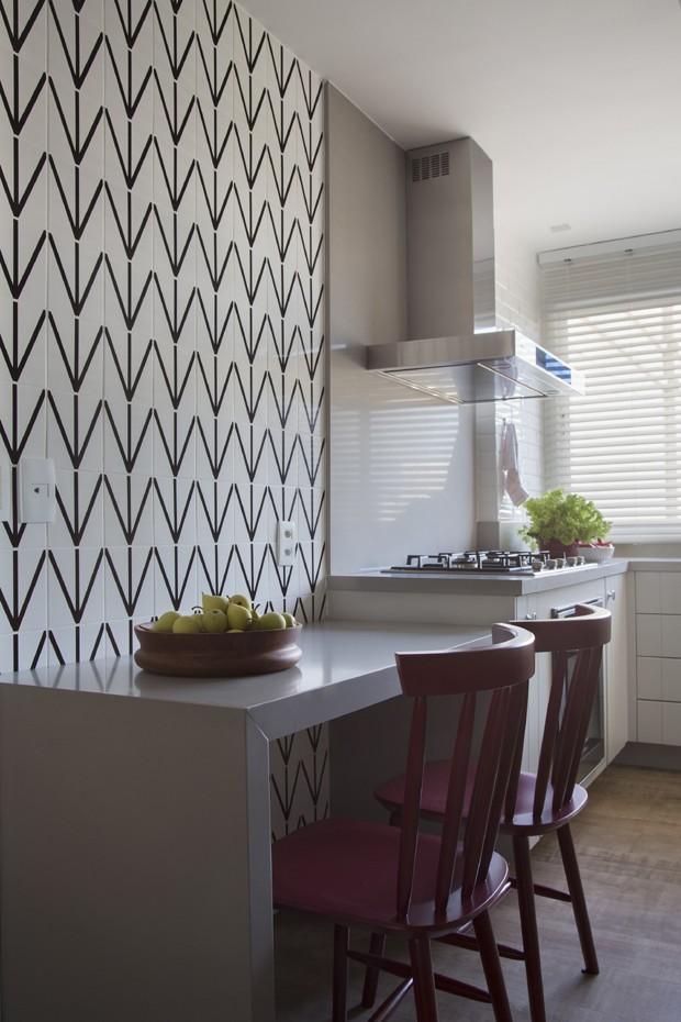 apartamento-veraneio-cozinha-destaque-arquiteta-babi-teixeira (Foto: Denilson Machado / MCA Estúdio / Divulgação)