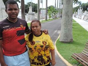 Velório de torcedor morto por vaso sanitário no Recife (Foto: Katherine Coutinho / G1)