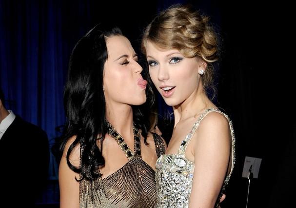 Katy e Taylor antes dos desentendimentos, em 2010 (Foto: Getty Images)