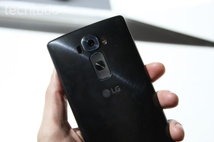 O LG G Flex 2 tem câmera traseira de 13 megapixels e frontal de 2,1 (Foto: Fabrício Vitorino/TechTudo)