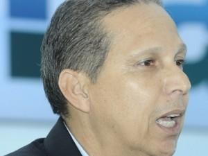 Prefeito de Itapemirim, Luciano Paiva concedeu o abono no espírito santo (Foto: Carlos Alberto Silva / A Gazeta)