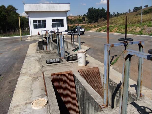 Feto foi encontrado em estação de tratamento de esgoto (Foto: Polícia Civil de Lavras)