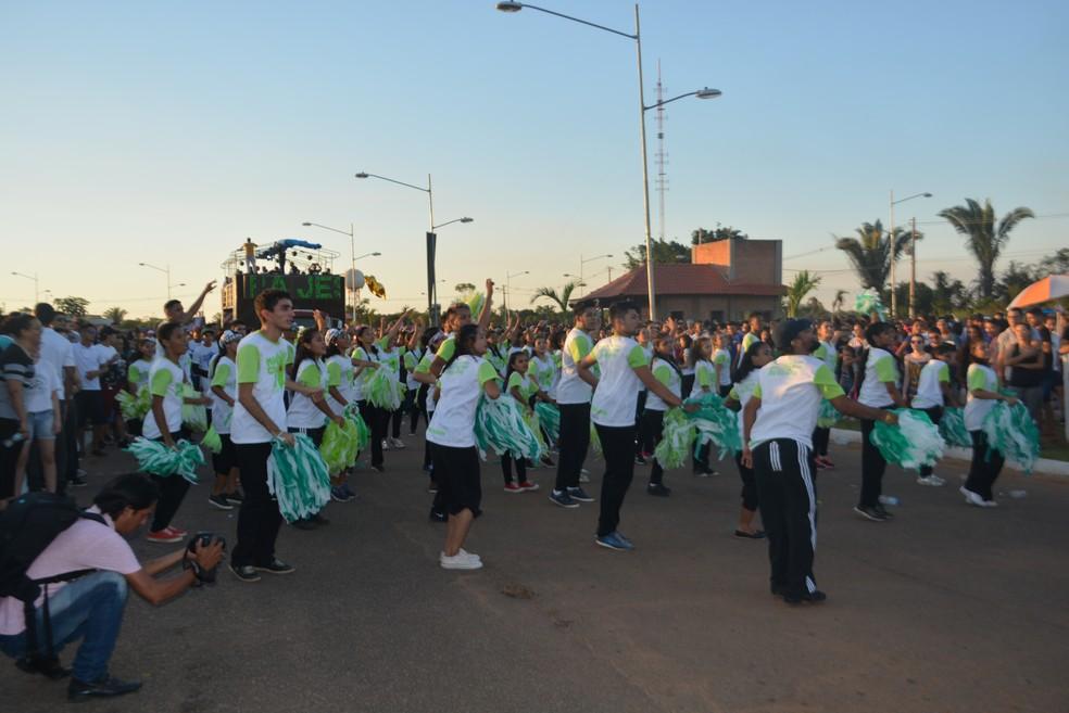 Jovens foram maioria em meio ao público que participou da Marcha para Jesus, em Porto Velho (Foto: Toni Francis/G1)