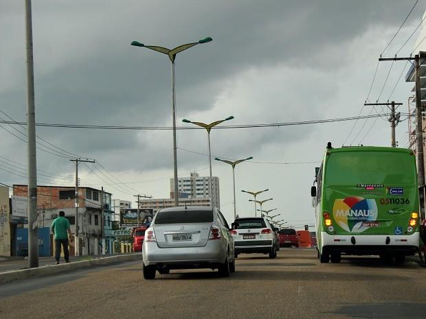 Ausência de árvores é problema evidente também na Avenida Constantino Nery (Foto: Tiago Melo/G1)