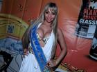 De top, candidata a Miss Bumbum mostra demais durante evento