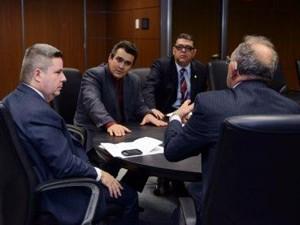 Prefeito de Patos também se reuniu com o governador Anastasia (Foto: Prefeitura de Patos de Minas/Divulgação)