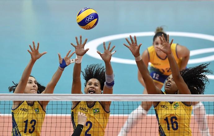 Bloqueio Brasil x Coreia vôlei feminino (Foto: PHILIPPE LOPEZ / AFP)